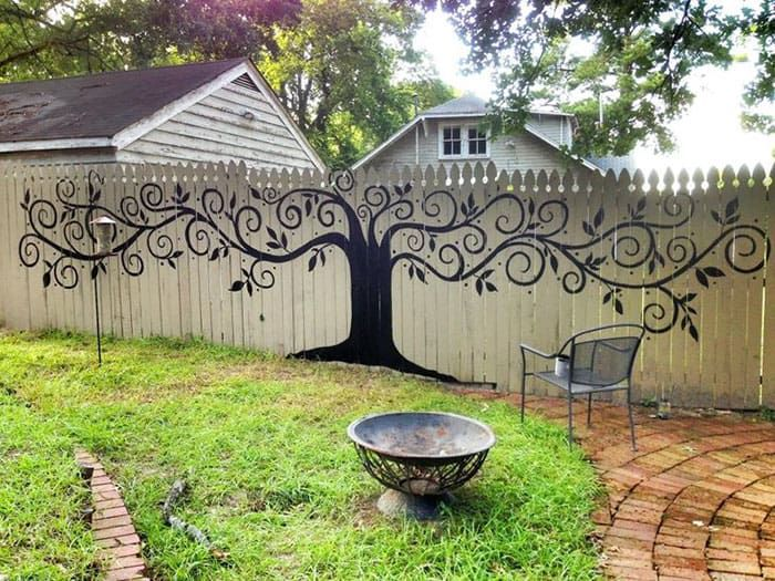 15 Times People Took Their Backyard Fences To A New Level Of